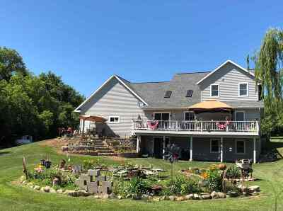 Waupaca Single Family Home Active-No Offer: E4099 Lind Center