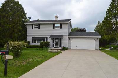 Menasha Single Family Home Active-No Offer: 1160 Bonnie