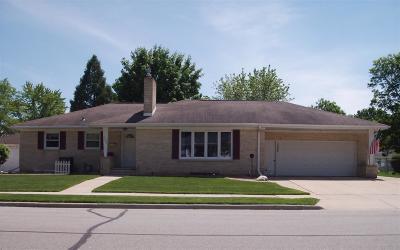Green Bay Single Family Home Active-Offer No Bump: 1395 Langlade