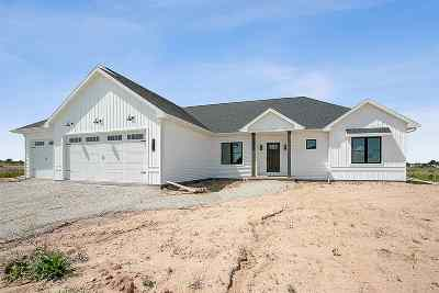 Appleton Single Family Home Active-No Offer: N9323 Touchdown