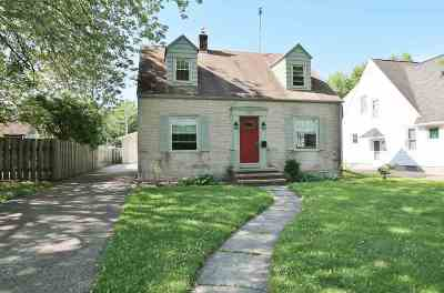 Menasha Single Family Home Active-Offer No Bump: 239 Edgewater