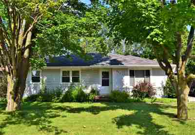 Kaukauna Single Family Home Active-Offer No Bump: 208 Fillmore