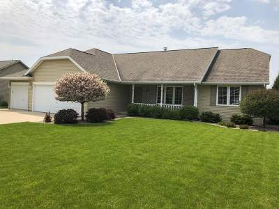 De Pere Single Family Home Active-Offer No Bump: 2009 Crimson