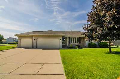 Neenah Single Family Home Active-No Offer: 1681 Elk Trail