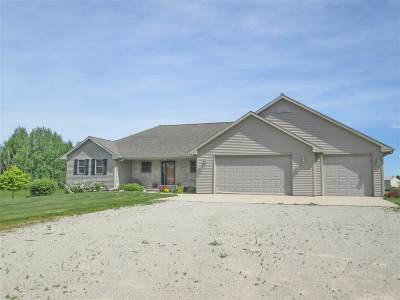 Pulaski WI Single Family Home Active-Offer No Bump: $359,900