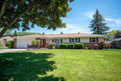 Ashwaubenon Single Family Home Active-Offer No Bump: 2243 Santa Barbara