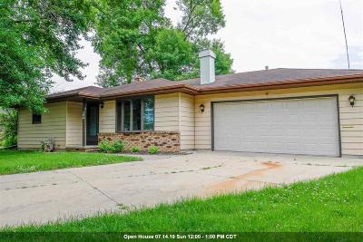 Neenah Single Family Home Active-No Offer: 206 Whitlow