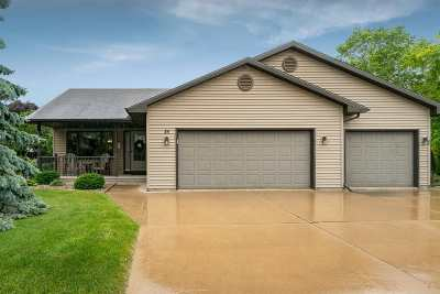 Oshkosh Single Family Home Active-No Offer: 25 Castle