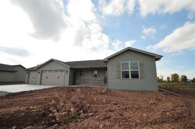 Kaukauna Single Family Home Active-Offer No Bump: 1481 Mase