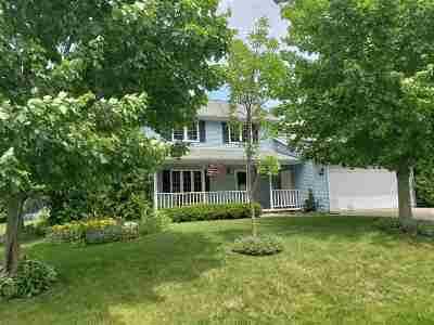 Appleton Single Family Home Active-No Offer: 1400 W Woodstone