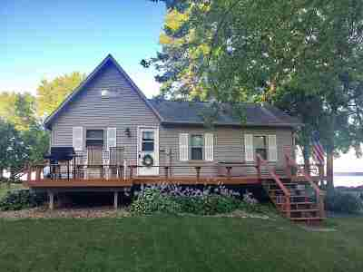 Oconto County Single Family Home Active-No Offer: 2014 Cottage