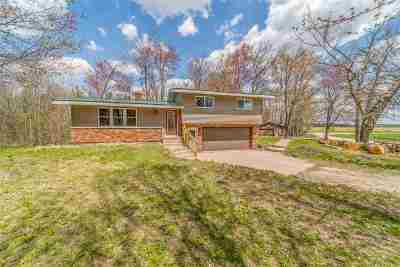 Waupaca Single Family Home Active-No Offer: E618 Suhs