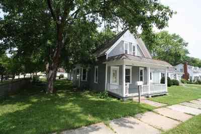 Kaukauna WI Single Family Home Active-No Offer: $137,900