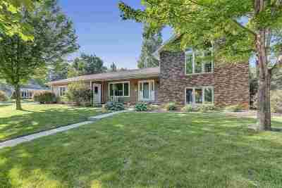 De Pere Single Family Home Active-Offer No Bump: 1018 Meadow View