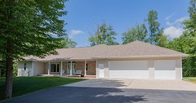 Oconto County Single Family Home Active-No Offer: 5940 Wood Brook