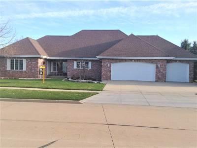 Appleton Single Family Home Active-No Offer: 216 E Fernwood