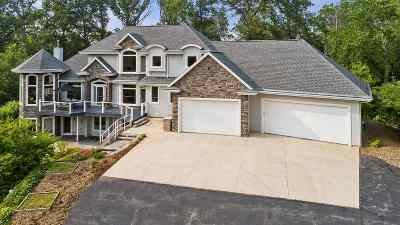 De Pere Single Family Home Active-No Offer: 2462 Amos Mary