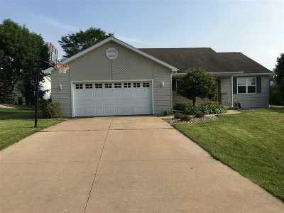 Appleton Single Family Home Active-Offer No Bump: 1439 W Woodstone