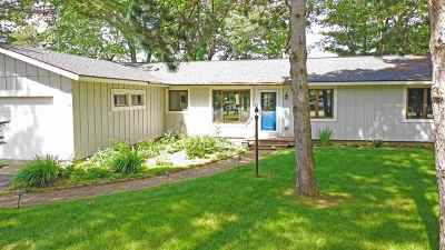 Waupaca Single Family Home Active-No Offer: N2295 Country