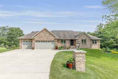 Green Bay Single Family Home Active-No Offer: 1237 Plateau Heights