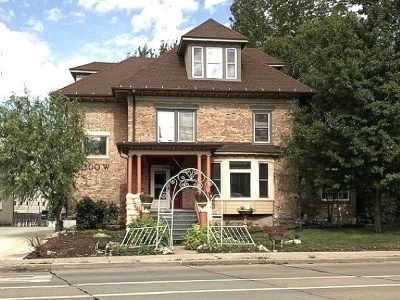 Appleton Single Family Home Active-No Offer: 300 W Prospect