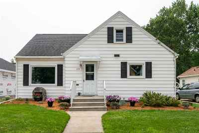 Kaukauna Single Family Home Active-No Offer: 145 E Tobacnoir