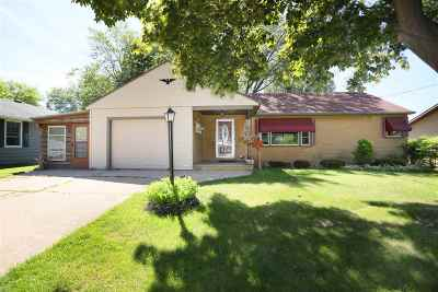 Little Chute Single Family Home Active-No Offer: 1135 Buchanan