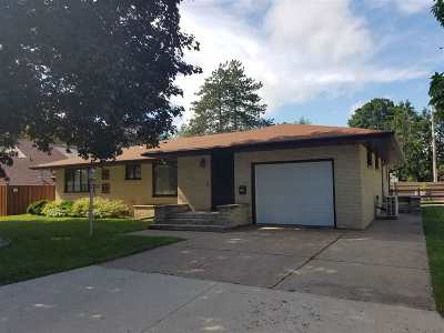 Shawano Single Family Home Active-No Offer: 703 W 2nd