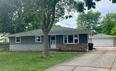 Neenah Single Family Home Active-No Offer: 331 Cherrywood