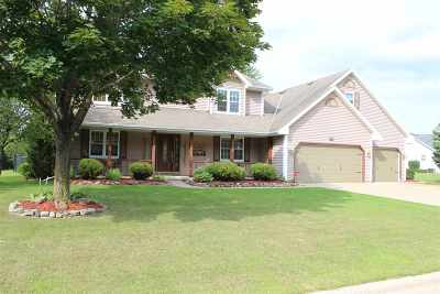 Single Family Home Active-No Offer: 485 Blue Heron