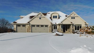 Green Bay Single Family Home Active-No Offer: 3313 Cottage Hill