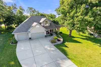 Green Bay Single Family Home Active-No Offer: 444 Meadow Wind