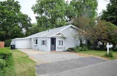 Oshkosh Single Family Home Active-No Offer: 920 Cozy