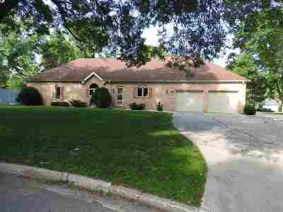 Green Bay Single Family Home Active-No Offer: 1320 Oak Crest