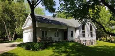 Appleton Single Family Home Active-No Offer: 1920 E Apple Creek