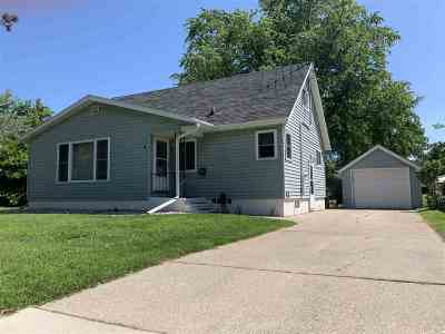 Shawano Single Family Home Active-No Offer: 1122 S Bartlett