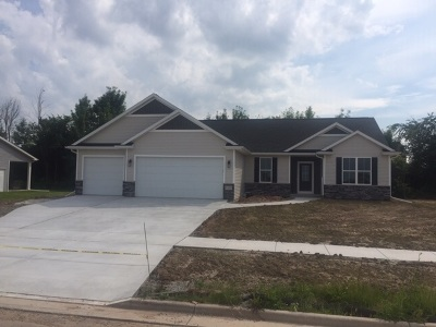 De Pere Single Family Home Active-No Offer: 1123 Applewood