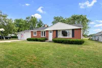 De Pere Single Family Home Active-No Offer: 1480 Chicago