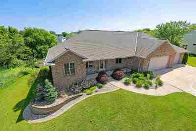 De Pere Single Family Home Active-No Offer: 2419 Oak Ridge