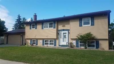 Oshkosh Single Family Home Active-No Offer: 1696 Covington