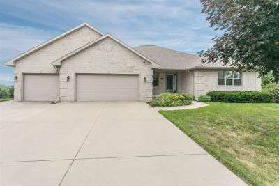 Green Bay Single Family Home Active-No Offer: 1401 Wilbert Hill