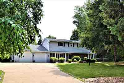 Green Bay Single Family Home Active-No Offer: 2739 Oakwood