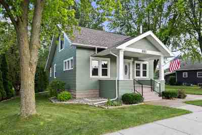 Little Chute Single Family Home Active-No Offer: 831 E Main