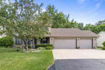 Neenah Single Family Home Active-Offer W/Bump-Show: 1029 Highland Park