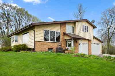 Pulaski WI Single Family Home Active-No Offer: $289,444
