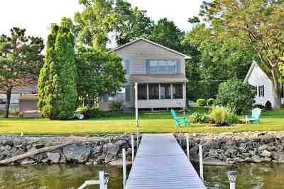 Neenah Single Family Home Active-Offer No Bump: 1521 Cowling Bay