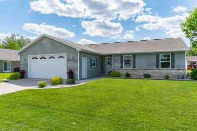 Menasha Single Family Home Active-Offer No Bump: 1028 Durham