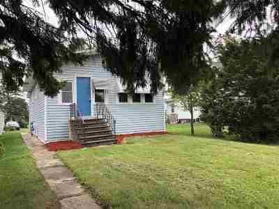 Pulaski WI Single Family Home Active-No Offer: $129,900