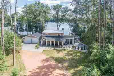 Waupaca Single Family Home Active-No Offer: W5567 N Pine Lake