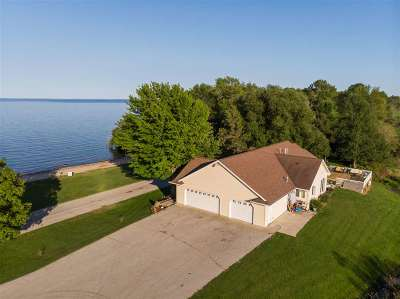 Oconto County Single Family Home Active-No Offer: 6425 N Bayshore